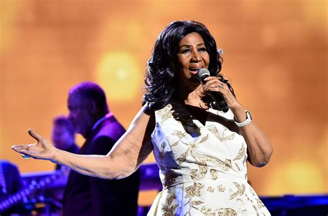 aretha franklin la aretha franklin performs career spanning set attends