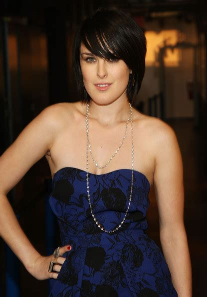 cast of house bunny rumer willis in mtv quot trl quot presents the cast of quot the house bunny quot zimbio
