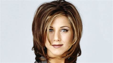 Lepaparazzi News Update Aniston Tops Hairstyles Poll by How From Friends Explains The Meaning Of Sports