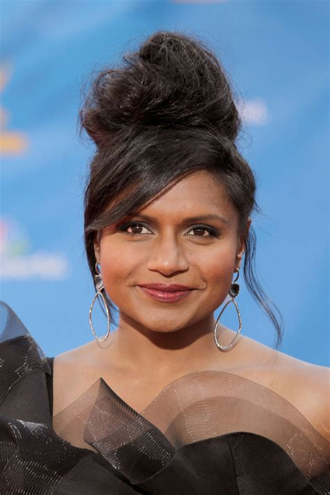 does mindy kaling wear wigs pics of the worst emmys hair and makeup looks popsugar