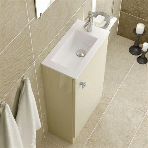 Roma Bathroom by Foto Lavandino Stretto Di Rossella Cristofaro 361458