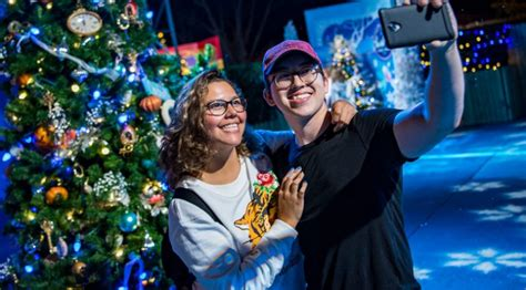 disney parks offers holiday season dining vouchers to save walt disney world offers extended weekend and holiday