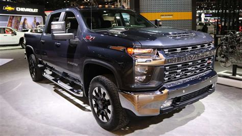 2020 chevrolet truck images 2020 chevrolet silverado hd has new v8 can tow 35 500 pounds