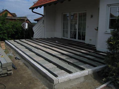 terrassenumrandung bilder terrasseneinfassung kies gartengestaltung mit steinen am