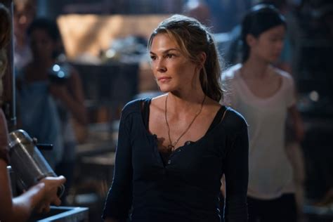 the 100 tv show season 3 premiere the 100 season three premiere images released canceled