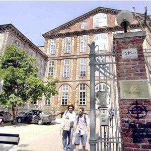 test d ingresso economia bologna l universit 224 di torino conferma il numero chiuso a