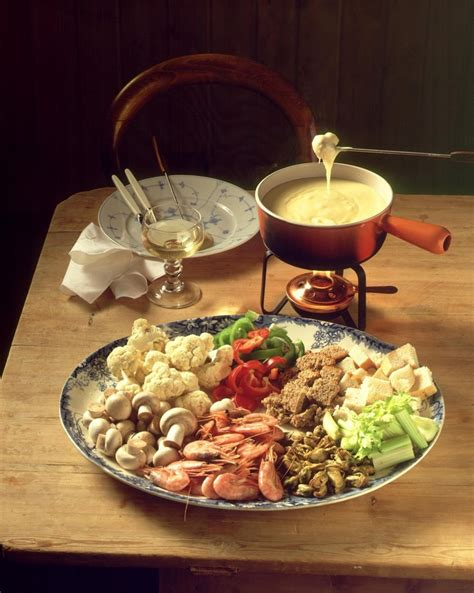 best fondue cheese the 25 best cheese fondue dippers ideas on