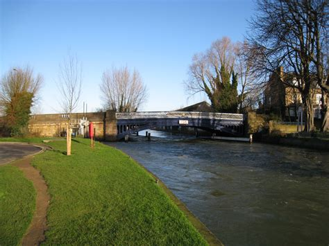 thames river in oxford thames path oxford to culham