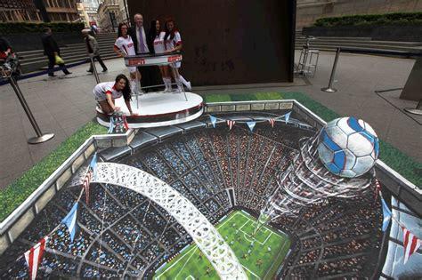 Gambar 3d Football 33 brain melting works of 3 d sidewalk chalk