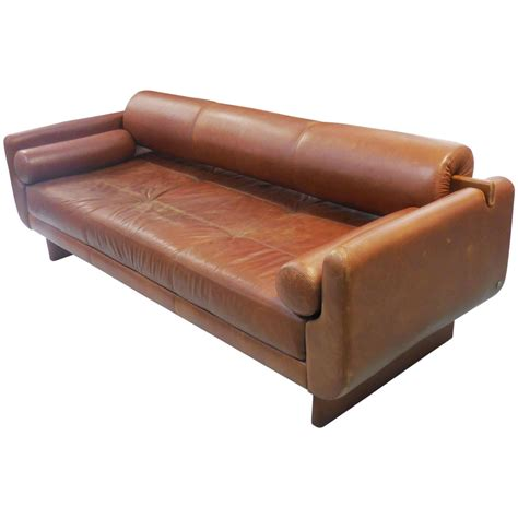 Modern Sculptural Leather Sofa Daybed At 1stdibs Modern Daybed Sofa