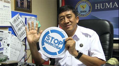 Stiker Bnn Murah Di Indonesia Mendapatkan Ganja Sintetis Semudah Mengirim