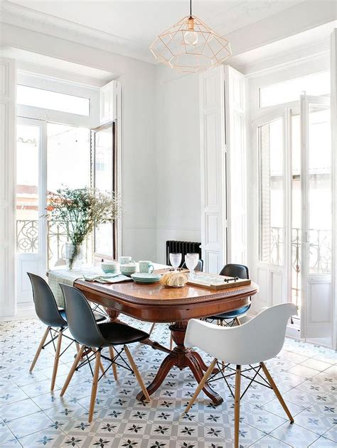 vintage kitchen table lighting how to mix old and new in table ancienne et chaises modernes salle 224 manger