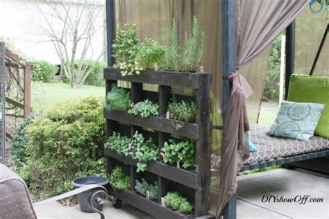 Diy Freestanding Vertical Garden 15 Outdoor Projects For Your Back Yard
