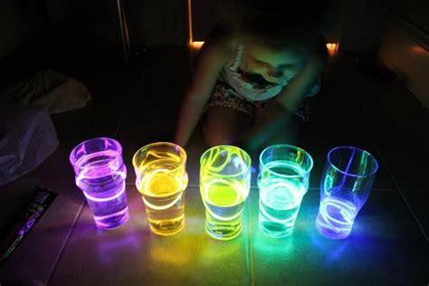 Fluo party, les secrets d'une fête qui déchire !   Le Webzine des Mamans Qui Déchirent®