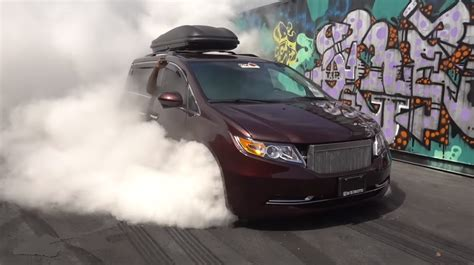 bisimoto odyssey bisimoto s 1 029 hp honda odyssey minivan burn
