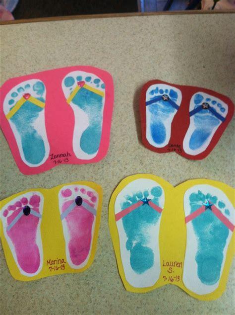 summer craft ideas voetafdrukken de kinderen op karton plakken en een