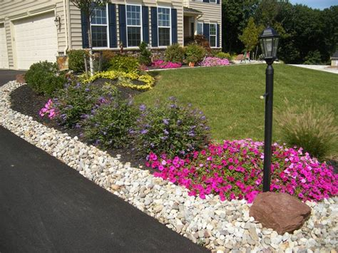 best 25 driveway landscaping ideas on
