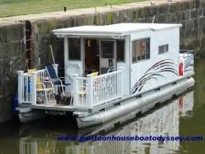 house boat pontoons 25 best ideas about pontoon houseboat on pinterest