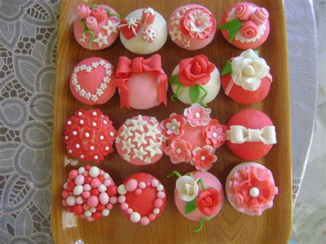 How To Fondant Decorations by How To Make Fondant Covered Cupcakes All
