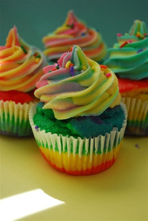 amazing rainbow cupcakes pt deux and a video the domestic rebel