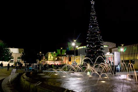 dave s act canberra hosts 5000 for christmas