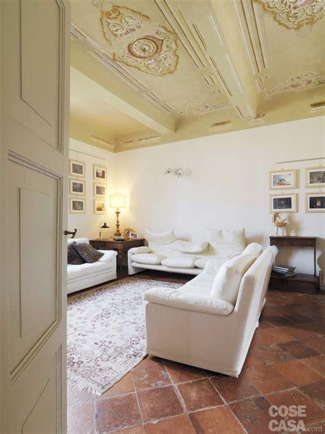 cotto arredamenti casa classica con finiture e mobili d epoca cose di casa