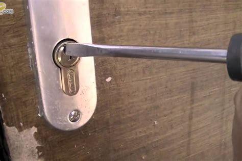 comment ouvrir une porte de voiture sans clef comment ouvrir une porte sans clef