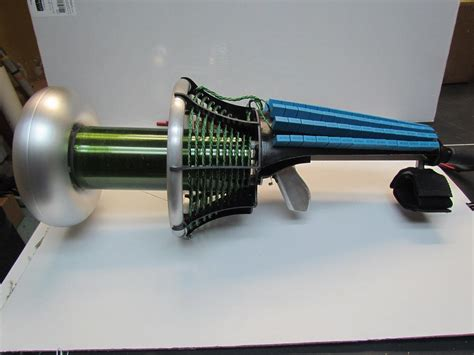 tesla coil gun makes medium size sparks