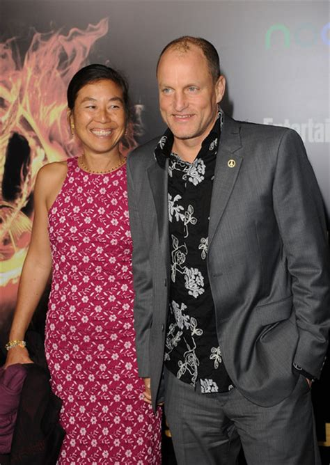 woody harrelson eye will and grace the hunger games premiere woody harrelson and laura