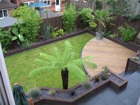 Small Gardens Ideas 25 Best Ideas About Small Gardens On Small Garden Design Tiny Garden Ideas And