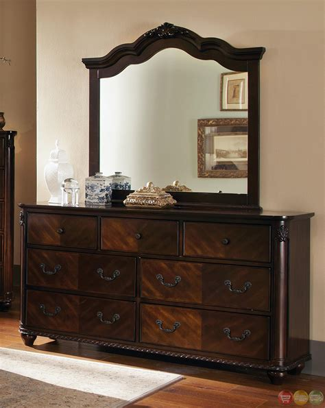 cherry finish bedroom furniture luciana cherry finish bun feet traditional bedroom set