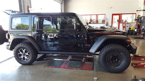 Kaos Wrangler Unlimited 18 or 17 inch rims with 35s no lift post your pictures