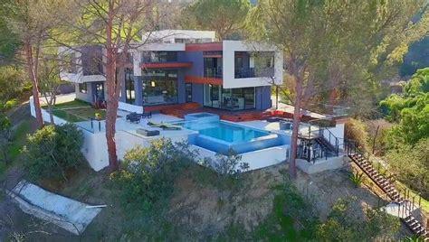 gwen stefani house gavin rossdale buys unbelievably nice 7 6 million mansion after gwen stefani divorce