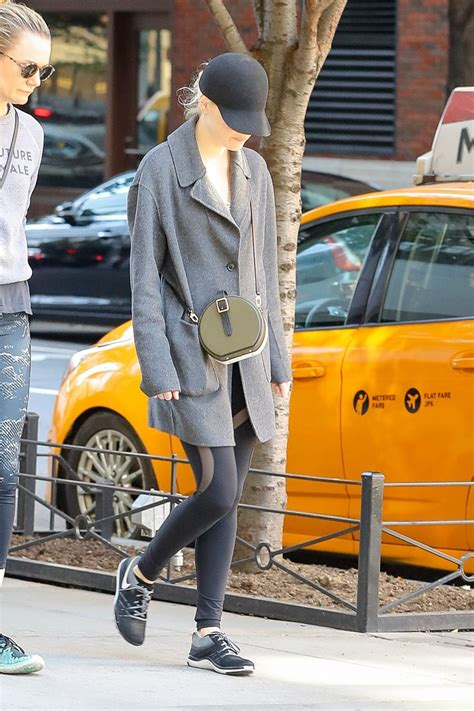 Emma Stone Street Style 2017 | emma stone street style nyc 10 22 2017