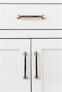 Pick The Right Kitchen Cabinet Handles by Choosing Kitchen Cabinet Knobs Pulls And Handles Short