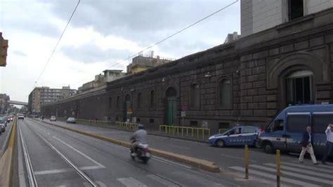 carcere di poggioreale all interno poggioreale tenta di impiccarsi in carcere 232 grave