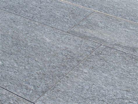 pavimenti in luserna pavimento per esterni luserna fiammata grigia by b b