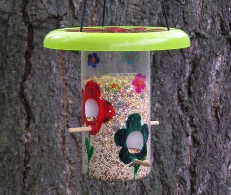 Handmade Bird Feeder - 25 recycled crafts and smart recycling ideas for