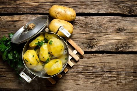 how long do potatoes take to boil and how you should cook them
