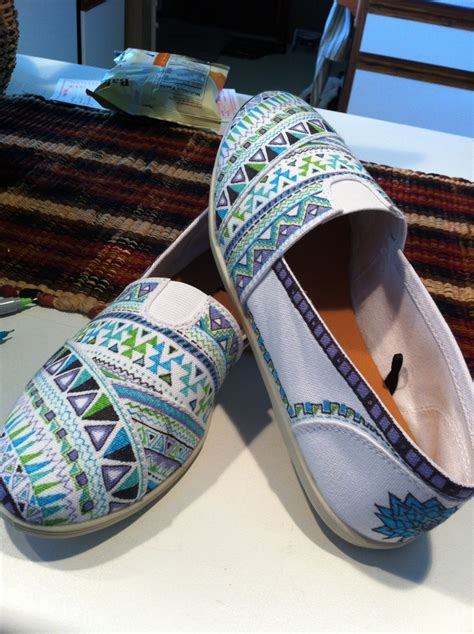 tribal patterned shoes sharpie tribal print shoes shoes pinterest toms