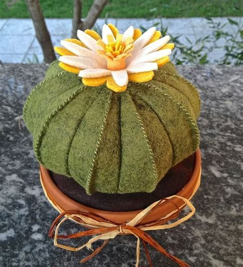 cuscino di suocera cactus in feltro cuscino della suocera con fiore giallo
