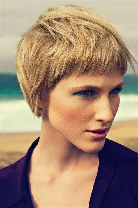 stilvolle kurze frisuren fuer frauen mit dicken haaren