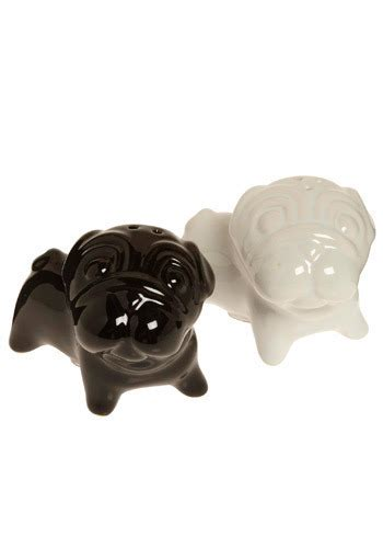 pug salt and pepper shakers give me a pug salt and pepper shakers mod retro vintage kitchen modcloth