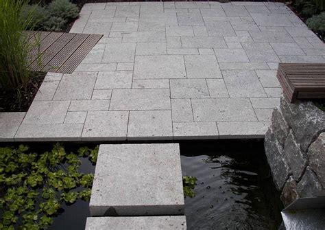 terrasse naturstein terrasse aus naturstein und holzbelag terrassengestaltung