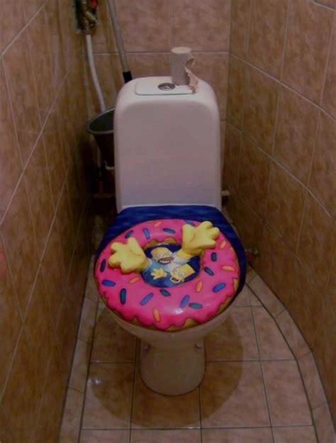 andare spesso in bagno a defecare leggere in bagno aiuta a combattere la stitichezza
