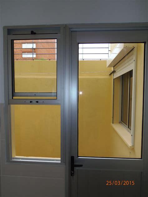 puerta con ventana ventanas aluminio puertas maras cerramientos
