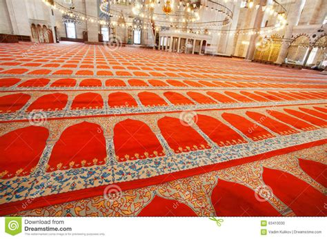 moschee teppich rote teppiche mit traditionellen mustern auf boden