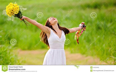 imagenes de mujeres libres con frases mujer libre feliz en alineada fotos de archivo imagen