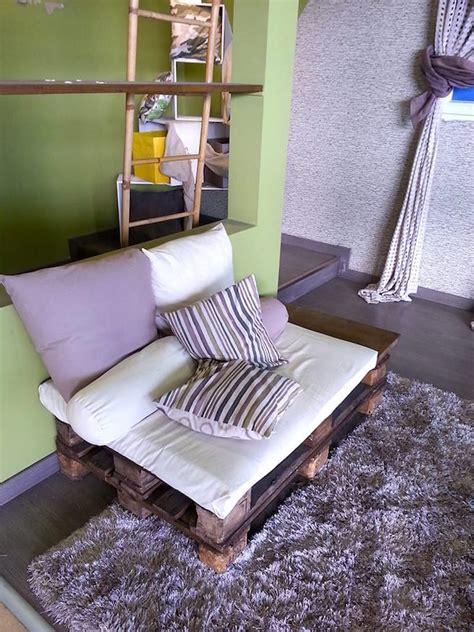 divanetto fai da te riciclo dei pallet 48 idee per creare mobili con bancali