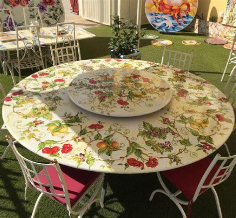 tavoli da giardino in pietra tavoli in pietra lavica tondi ceramiche leoncini
